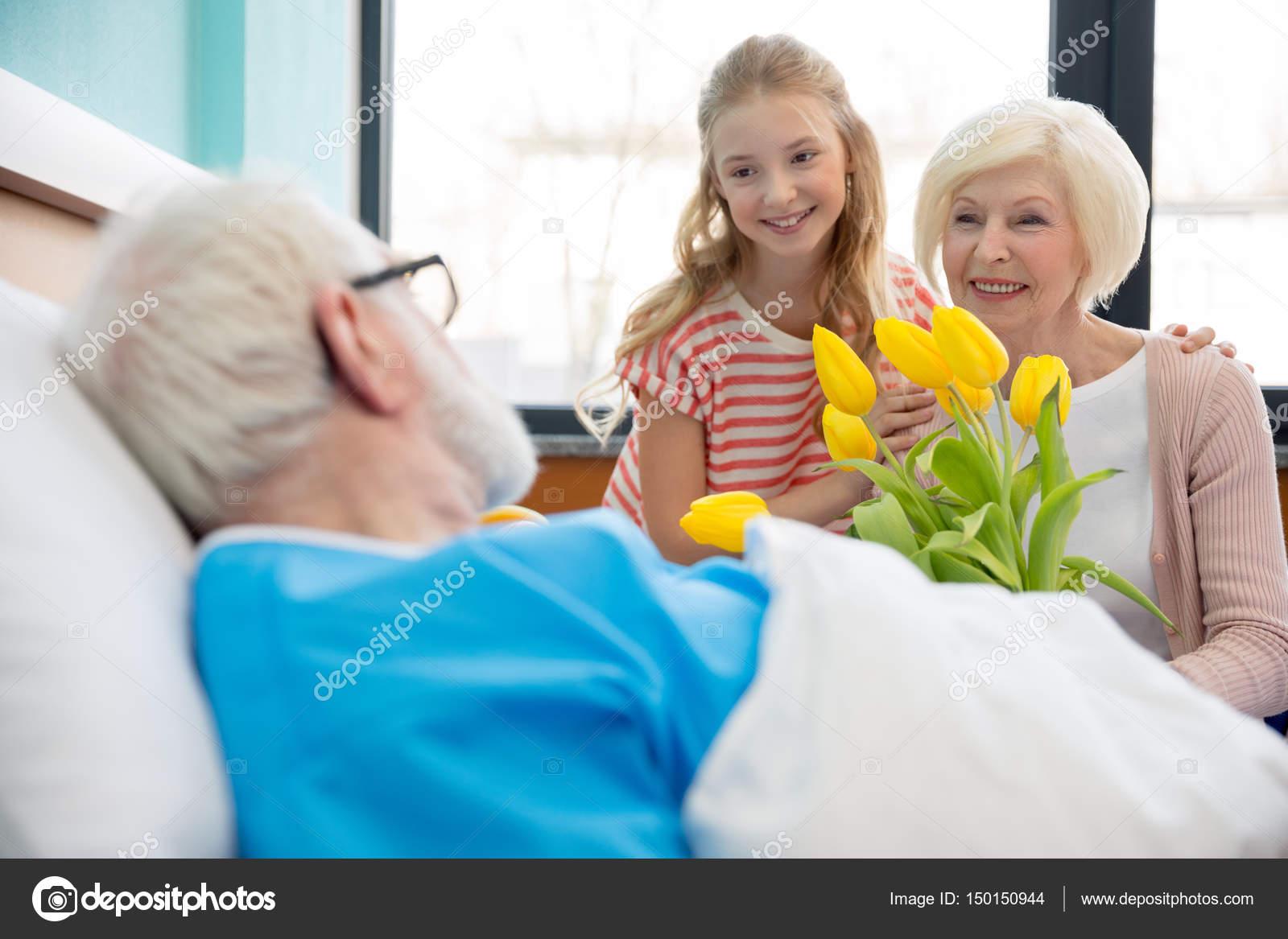 Внучка с цветами