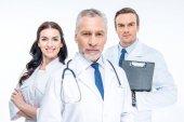 Tři lékaři jisti