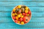 Tomaten in Schale auf dem Tisch