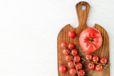 Tomatoes and cutting board