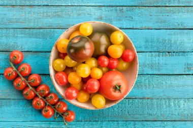tomatoes in bowl on table
