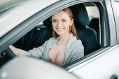 Photo Woman sitting in new car