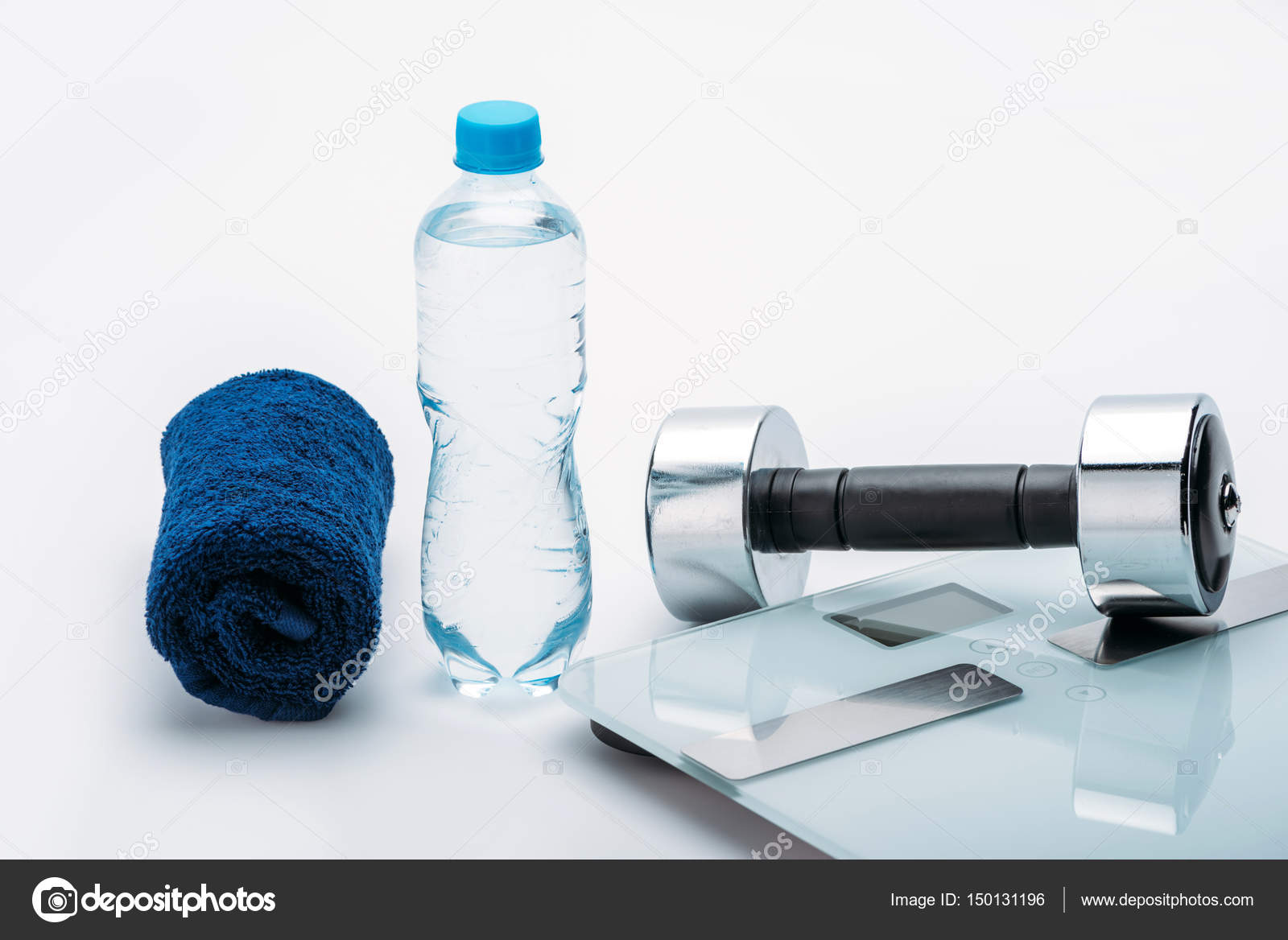 Обои Вода, бутылка, гантели, яблоки. Спорт foto 12