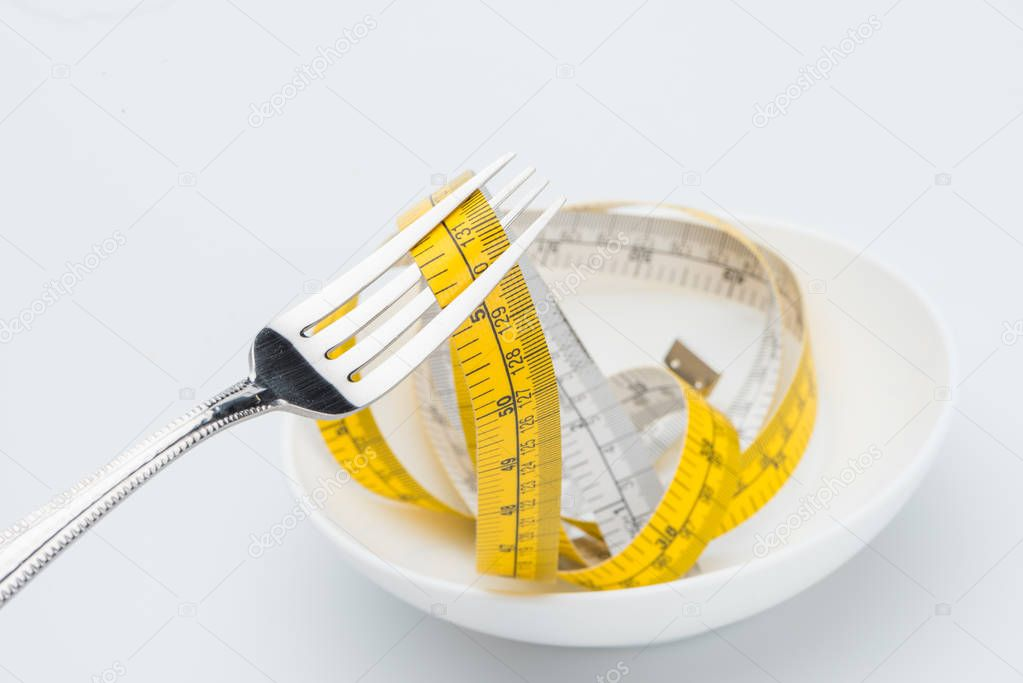 1 measuring tape on fork