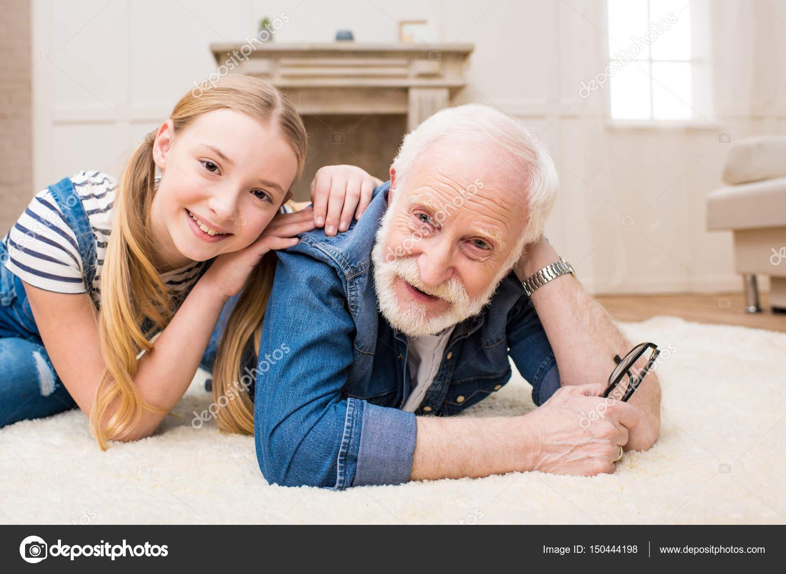 Старые с молодыми бесплатно, Старые и молодые в домашнем порно видео смотреть 31 фотография