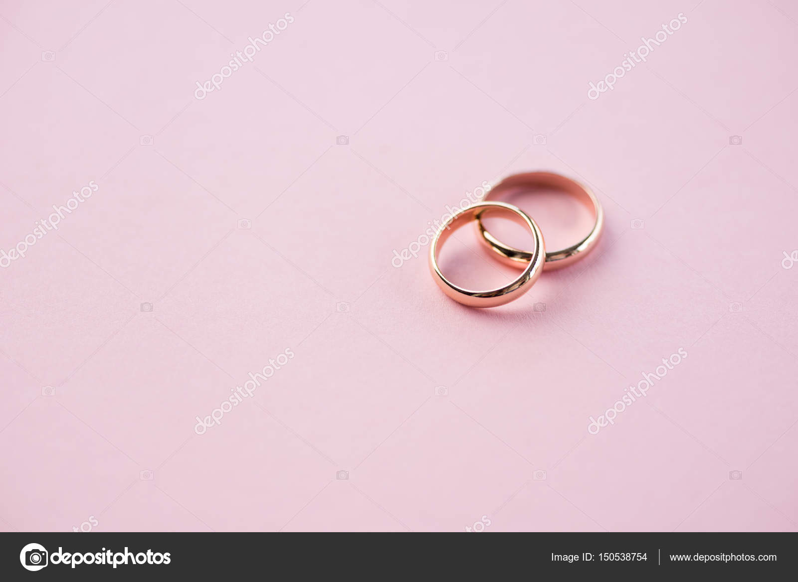 Golden wedding rings — Stock Photo © IgorTishenko #150538754
