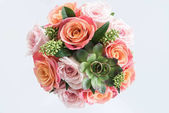 snubní prsteny na kytice