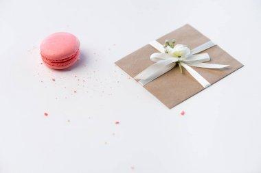 Kraft envelope and macaron