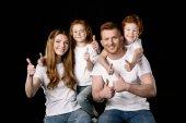 Familie in weißen T-Shirts