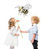 Photo kids with flower and bee