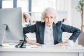 Senior-Unternehmerin am Arbeitsplatz
