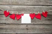 Piros szív papír vágott és üdvözlőlap