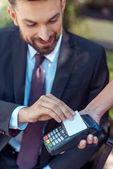 férfi contactless hitelkártya