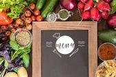 Tafel mit frischem Gemüse