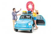 Fotografie couple putting inflatable donut on car