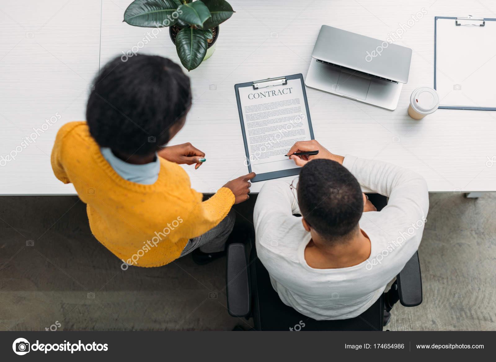 Draufsicht Der Afrikanischen Amerikanischen Business Partner Mit ...