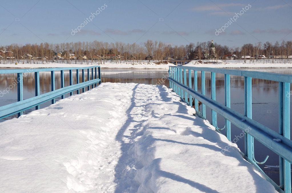 View on the Volga.Footbridge.