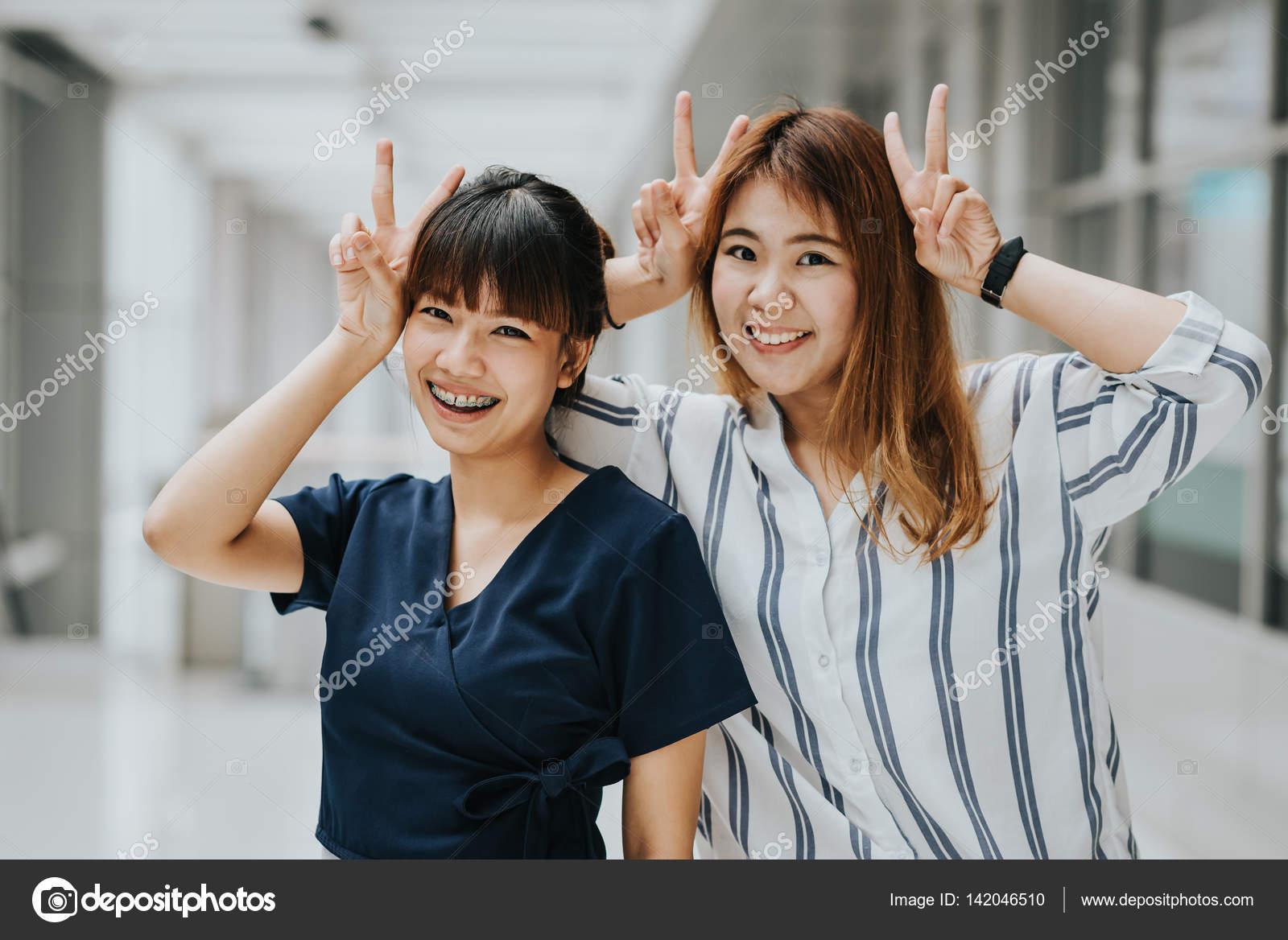 Счастливые азиатки