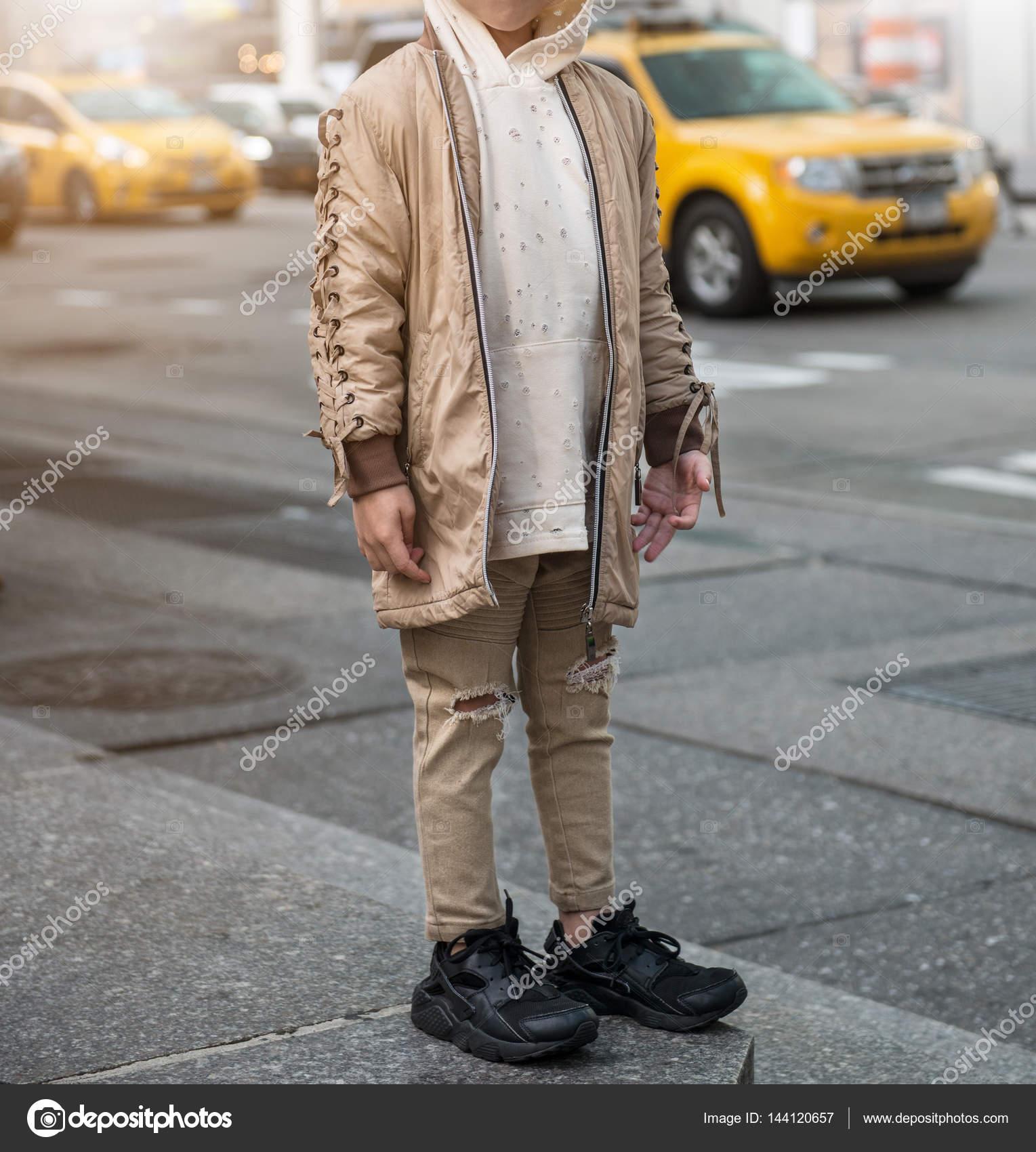 separation shoes f5906 fc91b Abiti alla moda per bambino con jeans, felpa e giacca ...