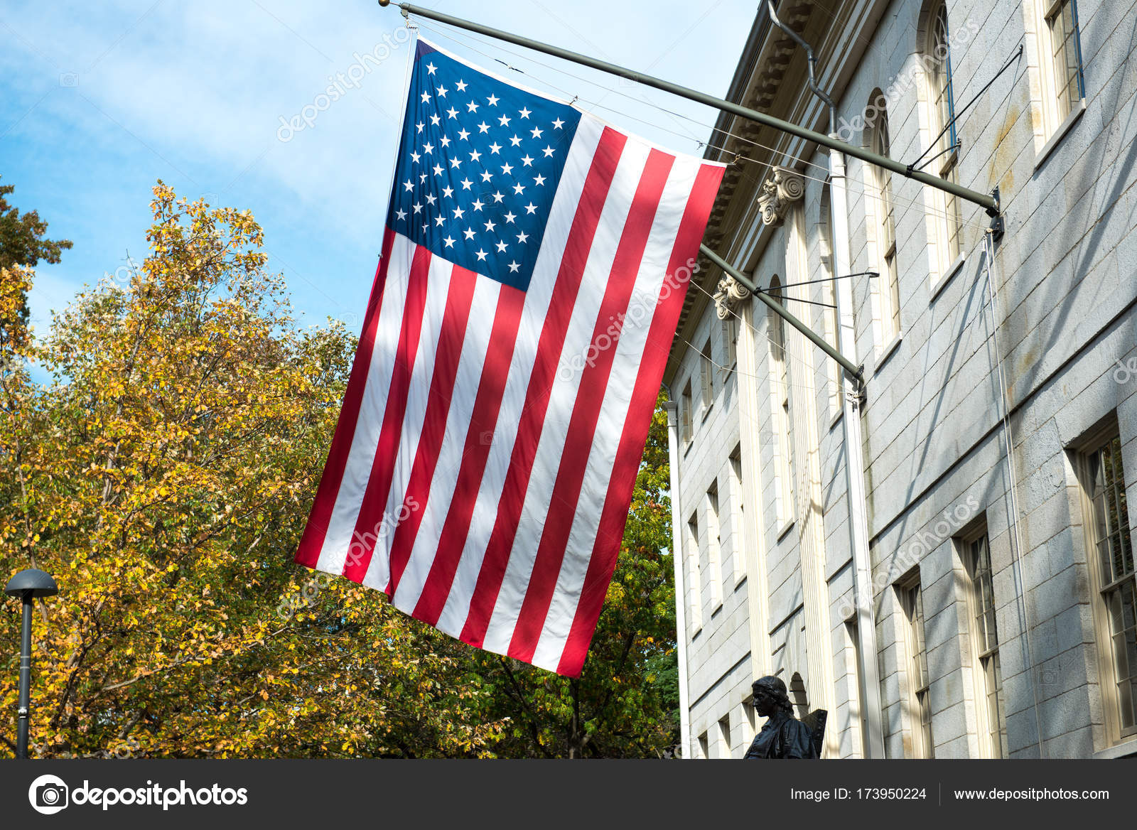 American flag on the college campus building — Stock Photo