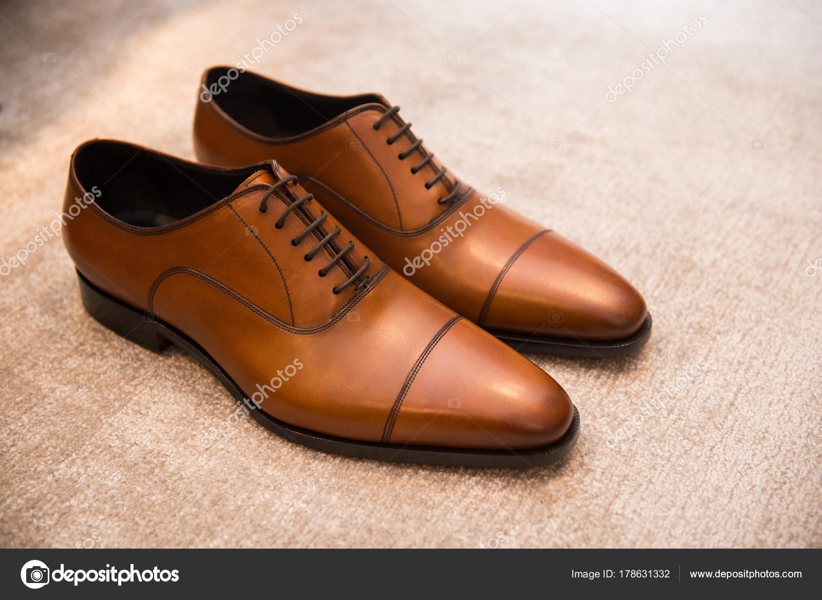 2217118f9 Sapatos Masculinos Clássicos Couro Marrom Chão — Fotografia de Stock