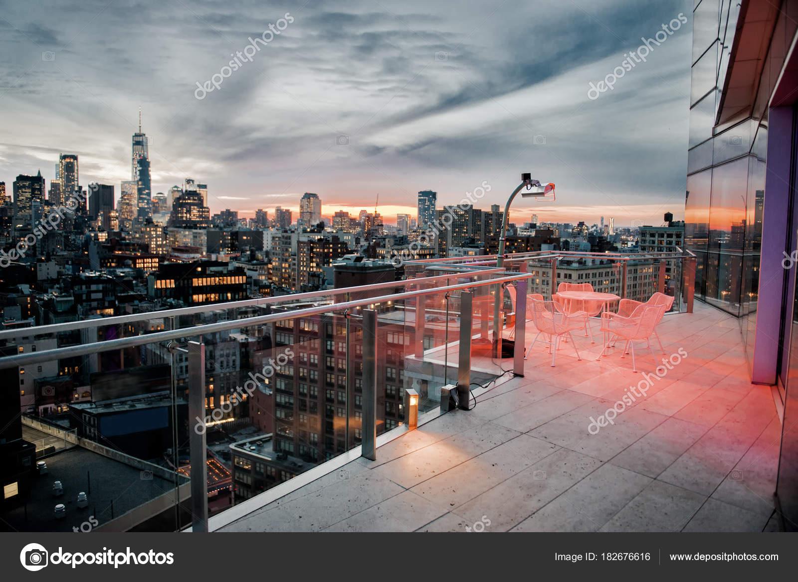 Luxe Ville Sur Toit Terrasse Avec Refroidissement Zone Dans New