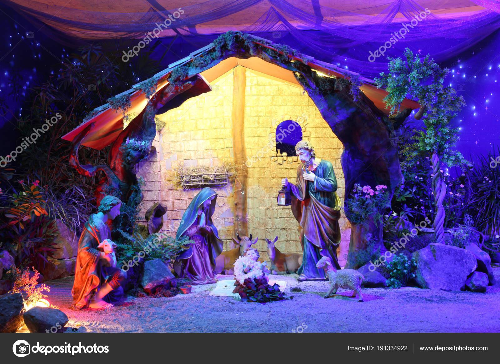 Immagini Nativita Natale.Scena Nativita Natale Con Statuette Tra Cui Gesu Maria