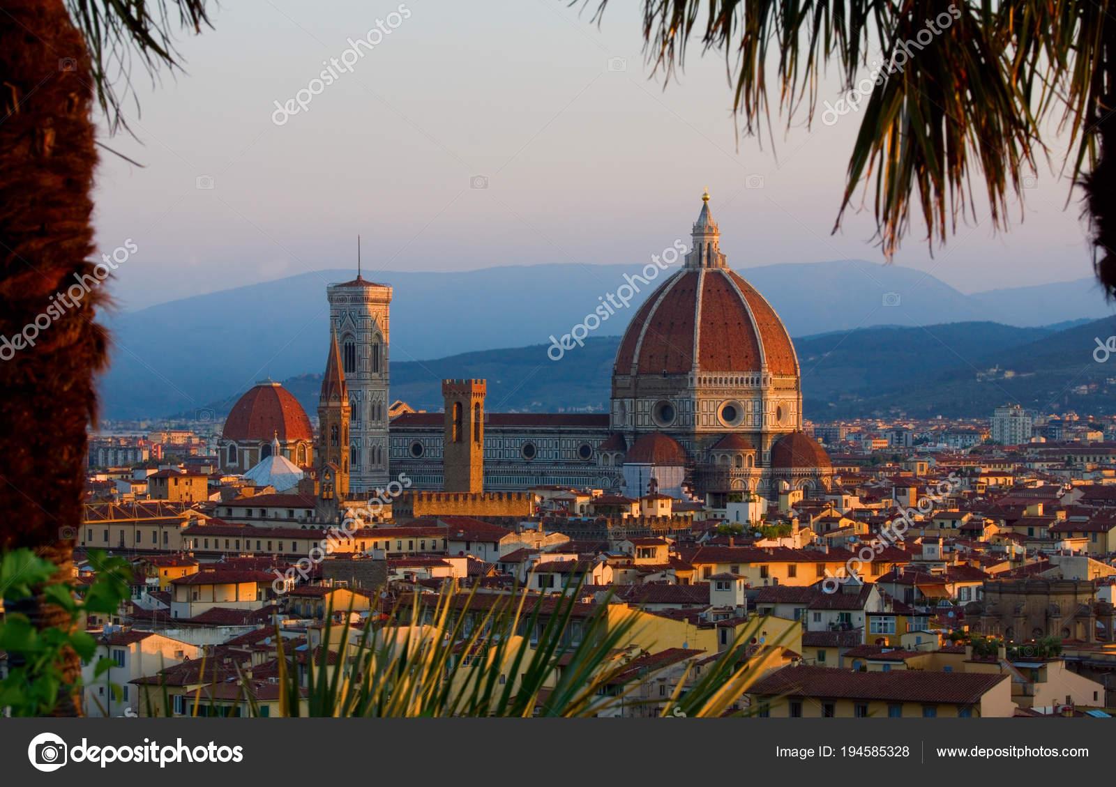 Europa Florencia enmarcado por palmeras — Foto de stock © saje ...