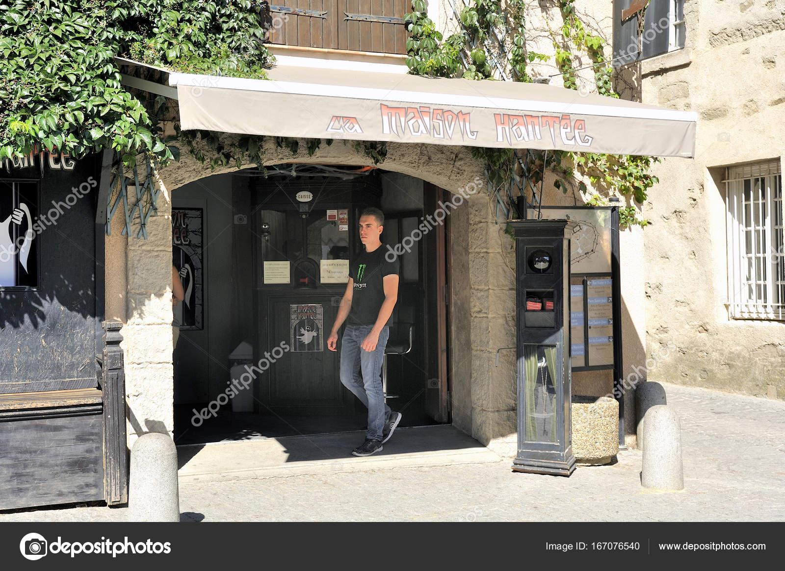 Ufficio Turismo In Francese : Ufficio turistico per la stagione estiva di fronte all ingresso