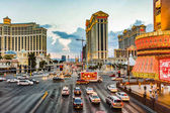 Abends mit Crs Traff auf dem Strip in Las Vegas anzeigen
