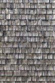 šedá dřevěné šindele na střeše
