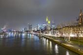 Skyline-Frankfurt-éjjel a Majna