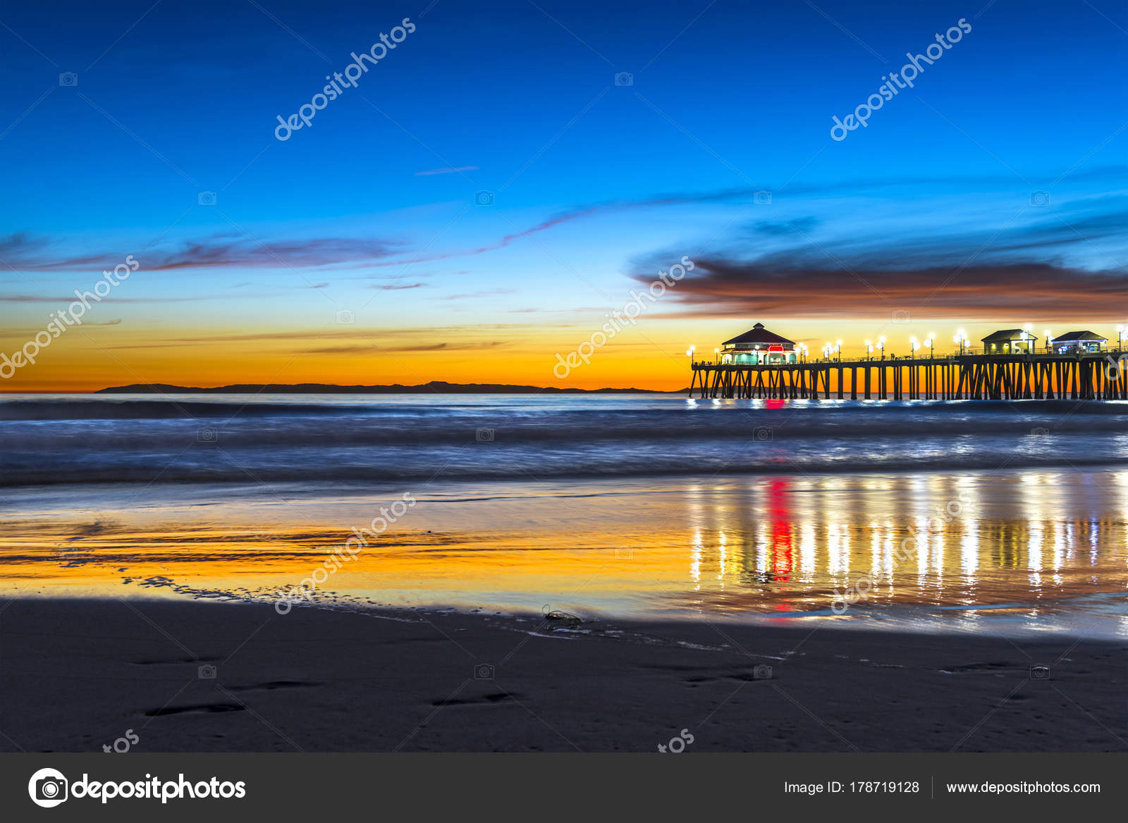 Huntington Beach Pier At Sunset Stock Photo C Kelpfish 178719128