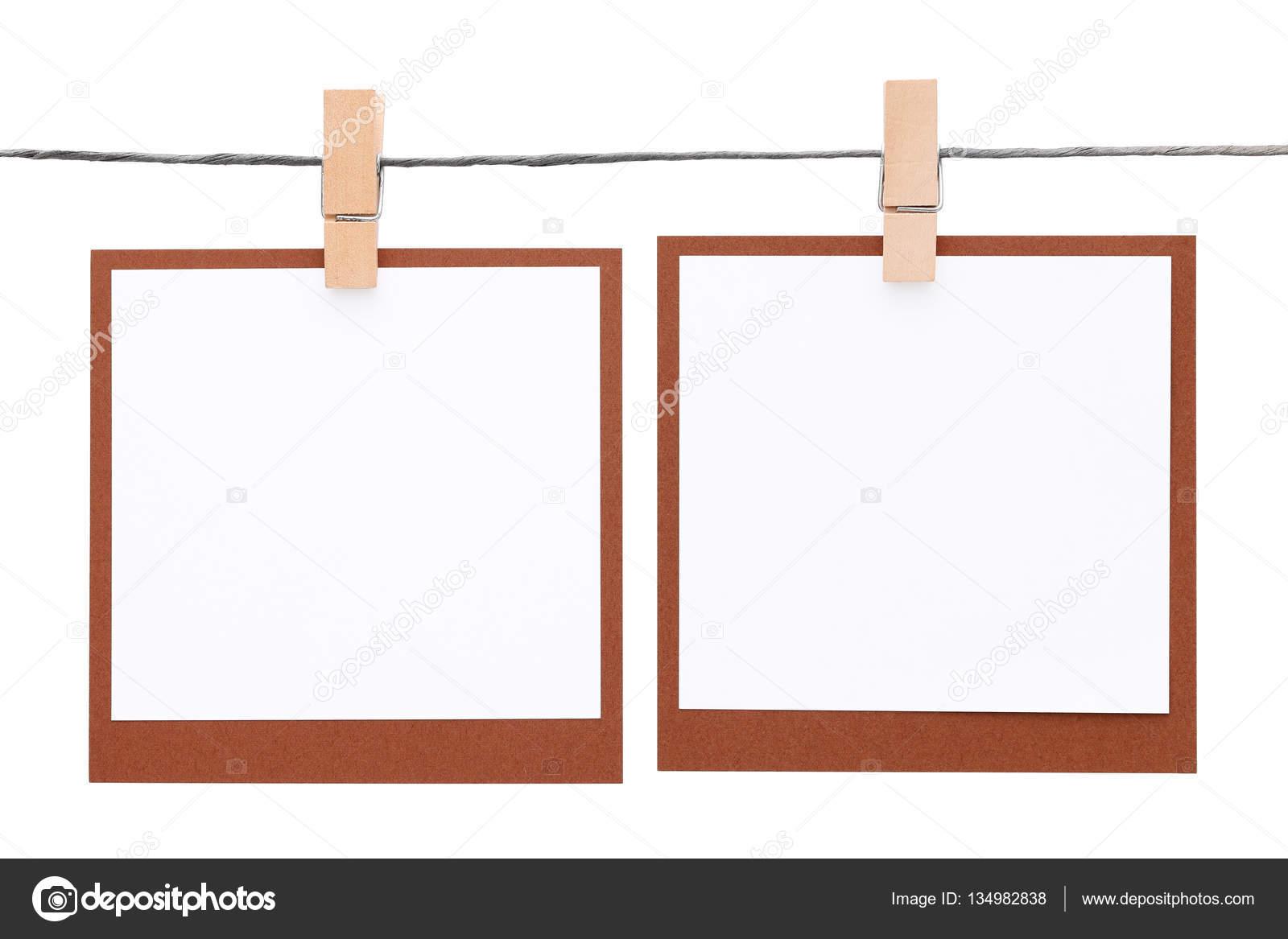 Marco de fotos colgado en cuerda con pinza para la ropa — Foto de ...