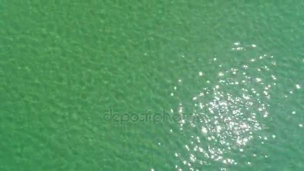 DRONY létající vodní hladiny moře