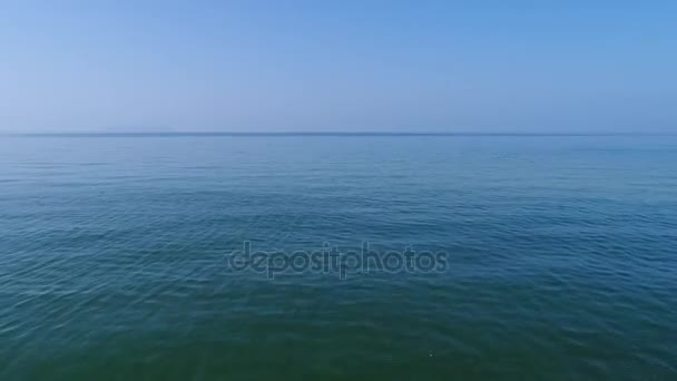 Letecký pohled na drone flying krásné moře