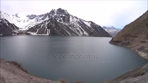 Jedete na nádrž Embalse el Yeso v Chile