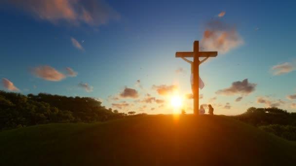Ježíš na kříži proti krásný západ slunce, věřící se modlí