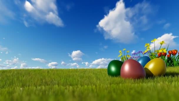 Színes húsvéti tojást a zöld rét fölött az ég kék timelapse