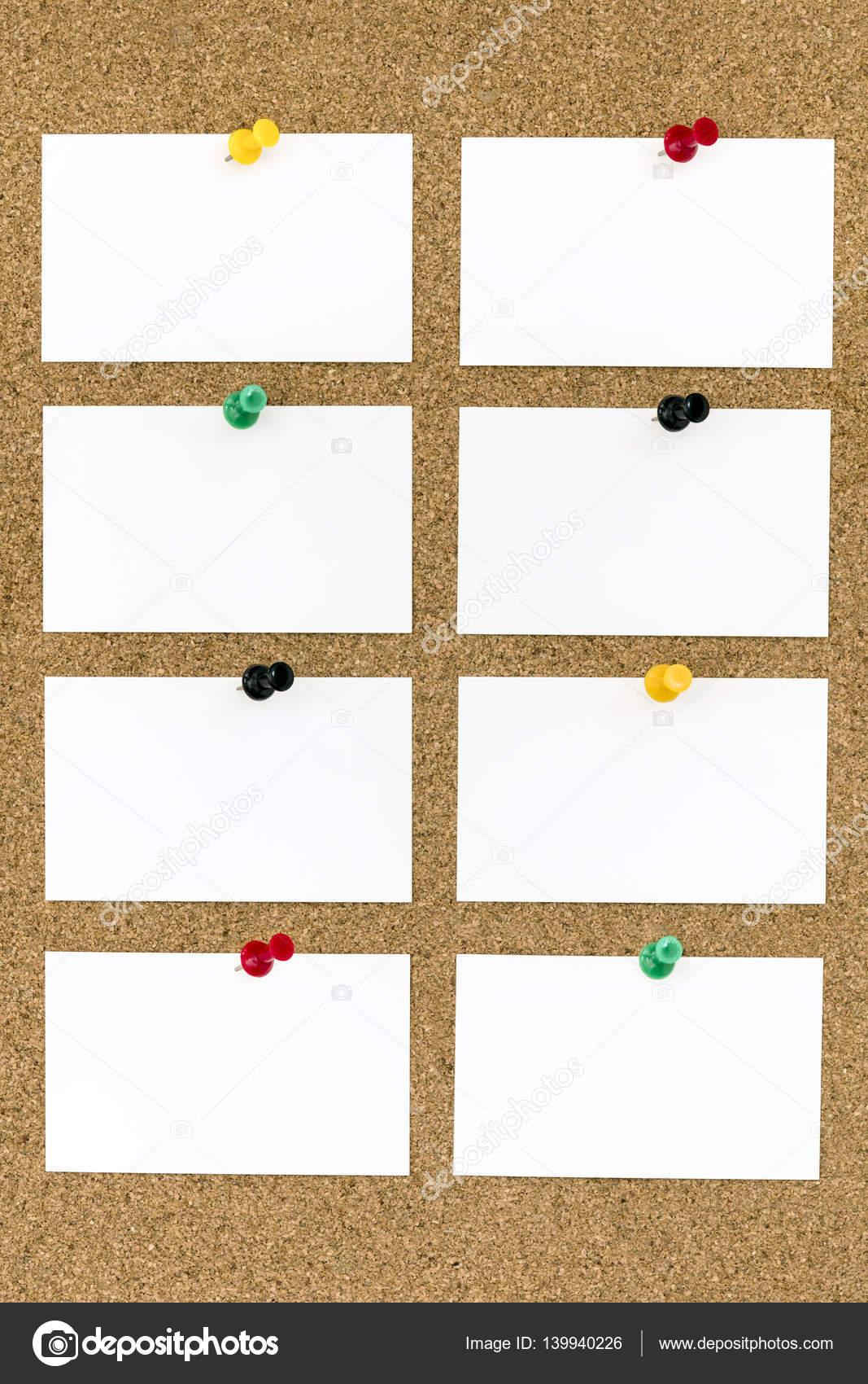 Des Cartes De Visite Vierges Avec Push Pins Sur Planche Lige Photo