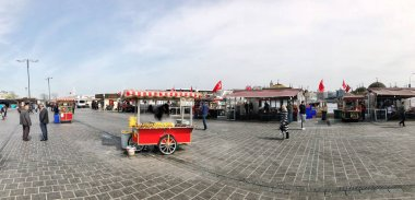 People and vendors on Eminonu square in Istanbul, Turkey.