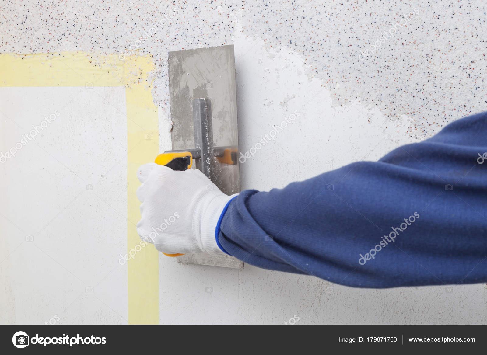 Verputzen von Wänden mit dekorativen Putz — Stockfoto © Photozirka ...