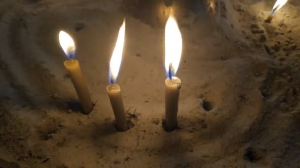 Kerzen brennen. Feuer der Kirchenkerzen.