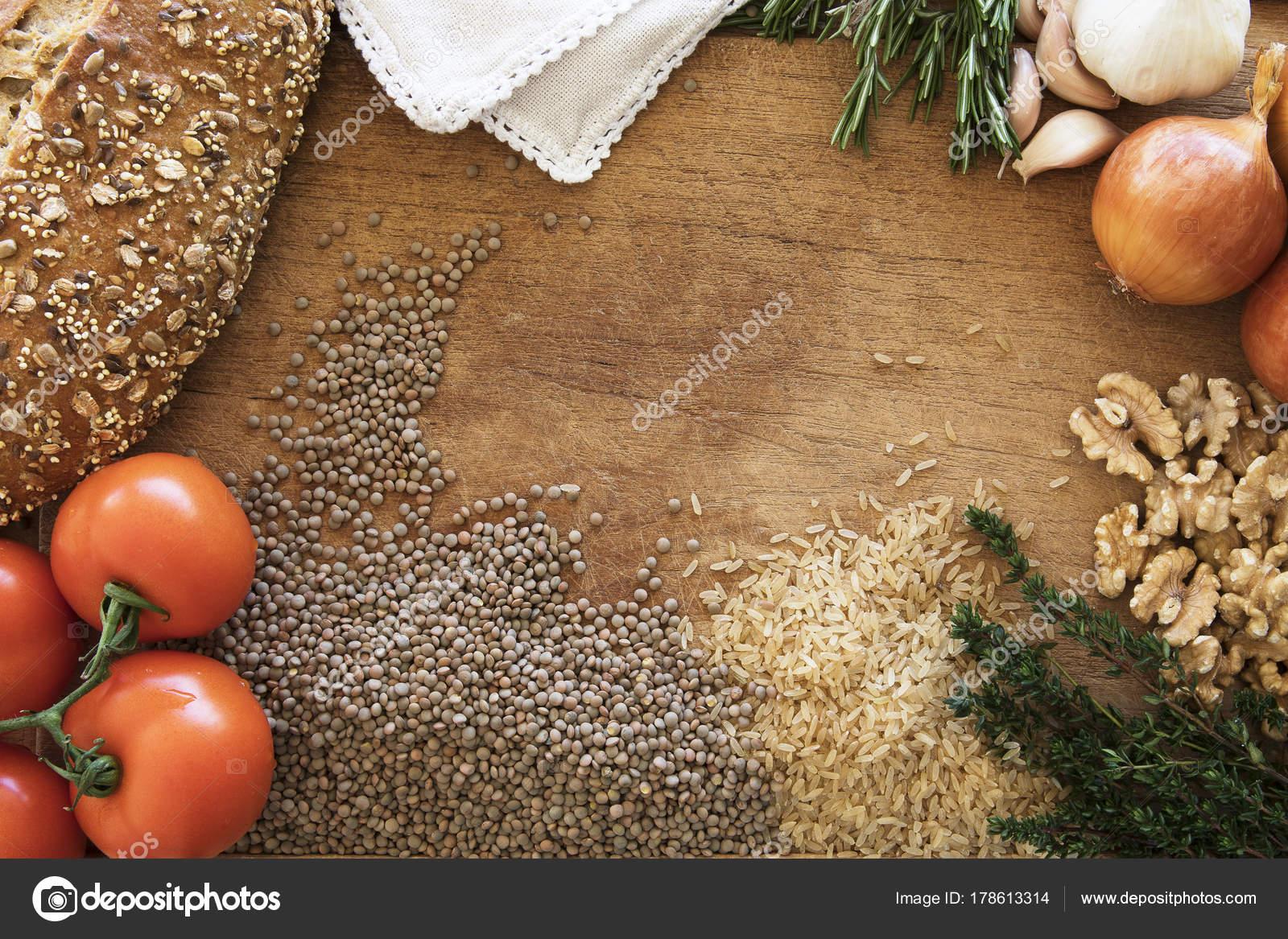 Essen-Rahmen mit Reis und Linsen — Stockfoto © charlotteLake #178613314