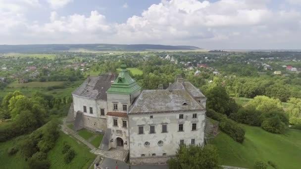 Veduta aerea del Castello di Olesko nella regione di Lviv, Ucraina. 4k