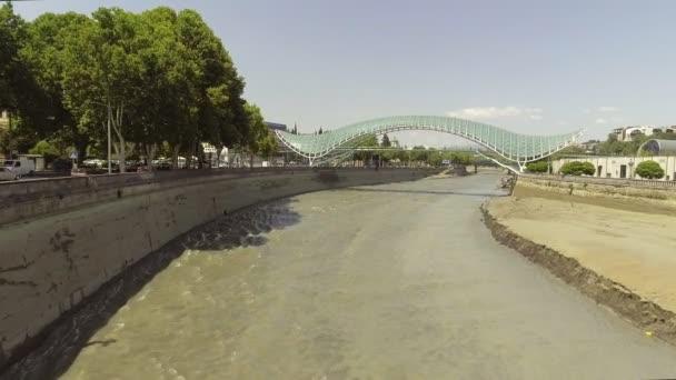 Letecký pohled na mosty mír. Old Tbilisi, Gruzie