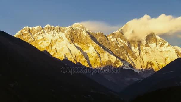 pohled z Everestu na cestě do základního tábora Mount Everest - Nepál