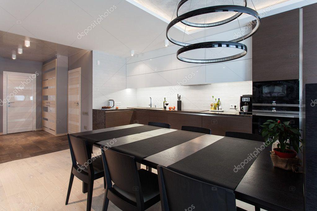 Design Interieur Einer High Tech Küche Mit Einem Schwarzen Tisch Und  Stühlen U2014 Foto Von Zdyma4