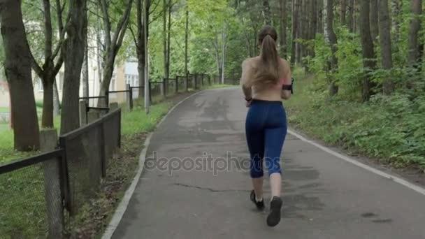трахнул телочку сзади в парке - 2