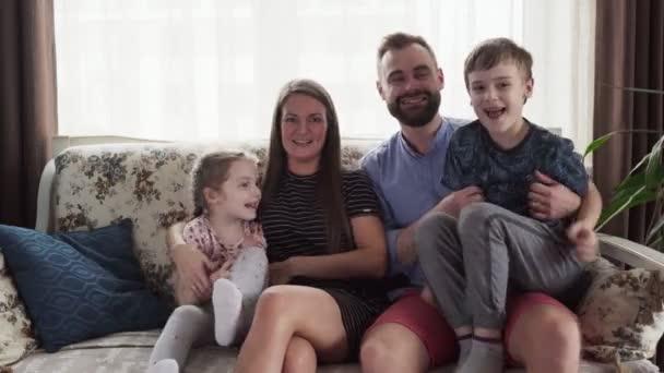 šťastná rodina s dětmi